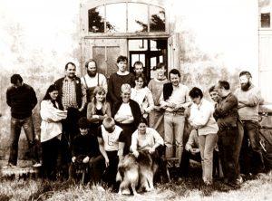 Gruppenfoto vor unserem Haus