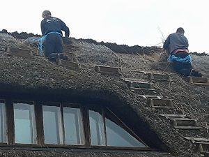 beginn des Dachabdeckens